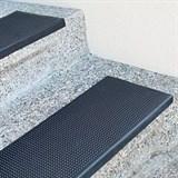 Резиновые антискользящие накладки на ступени