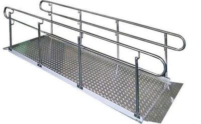 Стационарный пандус для инвалидных колясок Простой для крыльца высотой до 17см с настилом из алюминия, поручнями из нержавеющей стали - фото 16196