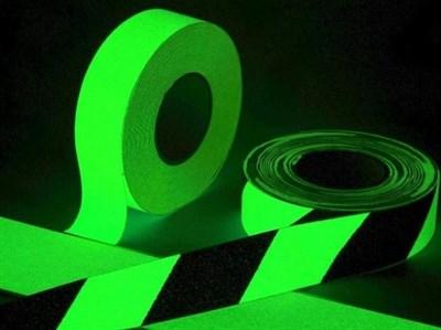 Полоса светонакопительная фотолюминесцентная гладкая для маркировки стен и поверхностей, 100 мм - фото 5990