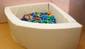 Сухой бассейн в форме 1/4 круга. Размер 150х150х66 см.