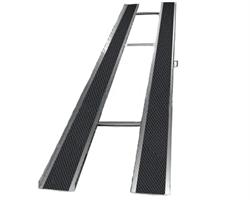 Откидной пандус из оцинкованной стали, нескладной,  длиной до 2,5 м с абразивным  покрытием