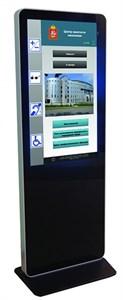 Информационный терминал со встроенной информационной индукционной петлей (для передачи звука на слуховые аппараты)  с сенсорным экраном 42''