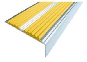 Алюминиевый угол с 2-мя резиновыми вставками, 133 см