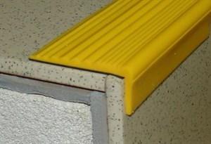 Самоклеящийся угол (цвет желтый) 45х15 мм в рулоне 14,4 м