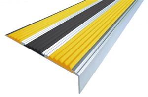 Противоскользящий алюминиевый угол с 3-мя вставками, 133 см
